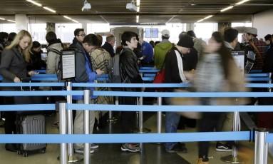 Fila na área de segurança também irrita passageiros Foto: Reuters