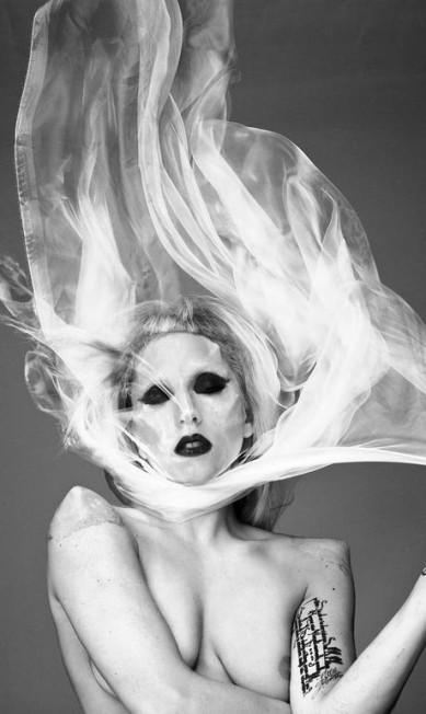 Lady Gaga, 2011 Mariano Vivanco/ Portraits Nudes Flowers