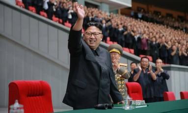 Kim Jong-Un acena durante evento na Coreia do Norte Foto: KNS / AFP
