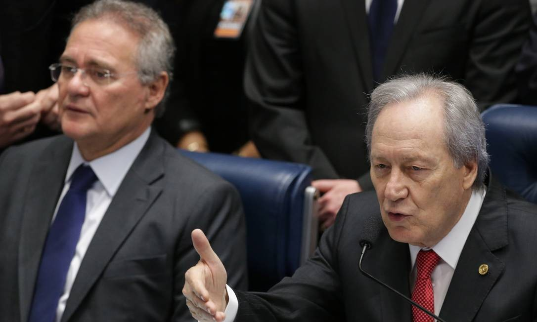 O presidente do STF Ricardo Lewandowski abre o último dia de julgamento da presidenta afastada Dilma Rousseff. Eraldo Peres / AP