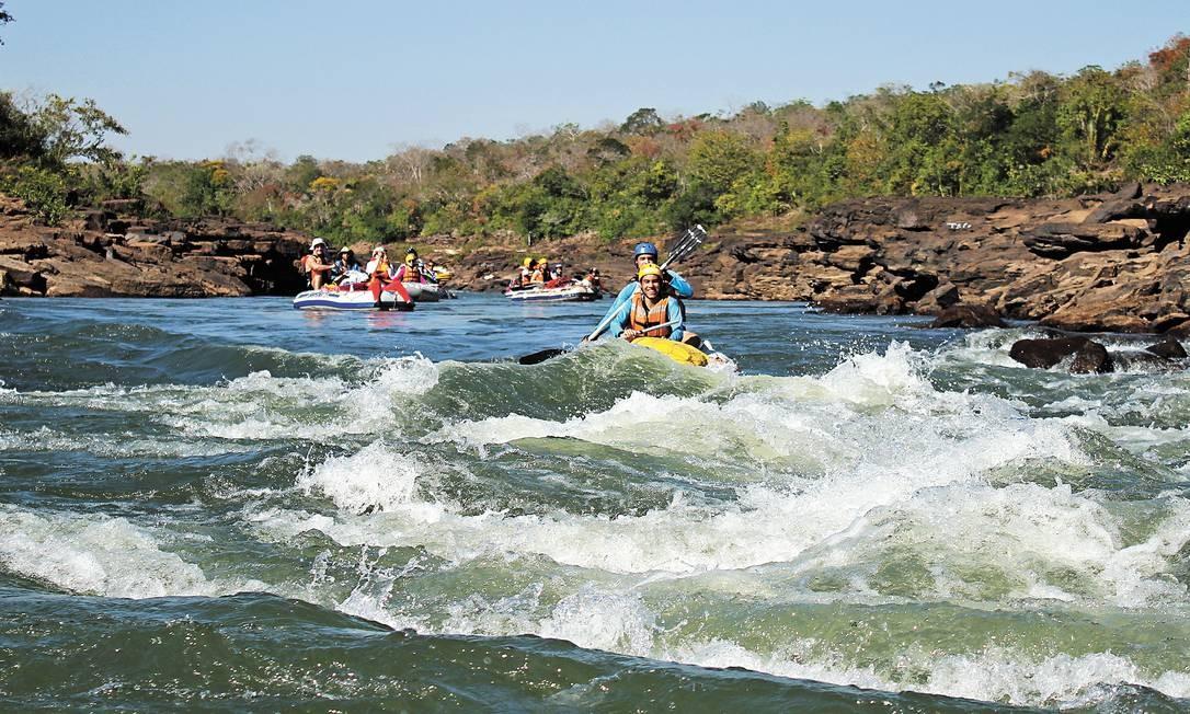 Os botes infláveis do Jangadão Ecológico são uma boa maneira de conhecer o Araguaia, em excursões de quatro dias, com pernoite em acampamento às margens do rio Foto: Eduardo Vessoni