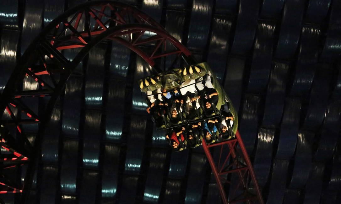 Uma das atrações do parque é a montanha-russa do Demolidor, super-herói da Marvel Jon Gambrell / AP