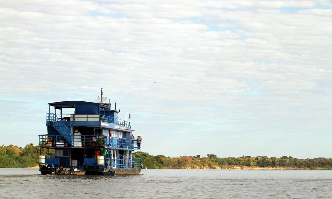 O barco-hotel Arara Azul é uma das opções de hospedagem flutuante no Araguaia, principalmente para os adeptos da pesca esportiva Foto: Eduardo Vessoni