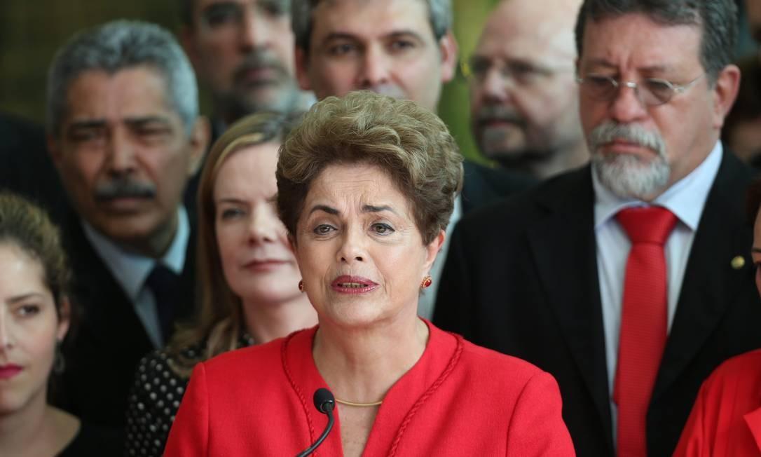 """Dilma diz que o impeachment foi """"golpe misógino, homofóbico e racista"""" em discurso no Palácio do Alvorada. Foto: ANDRE COELHO / Agência O Globo"""