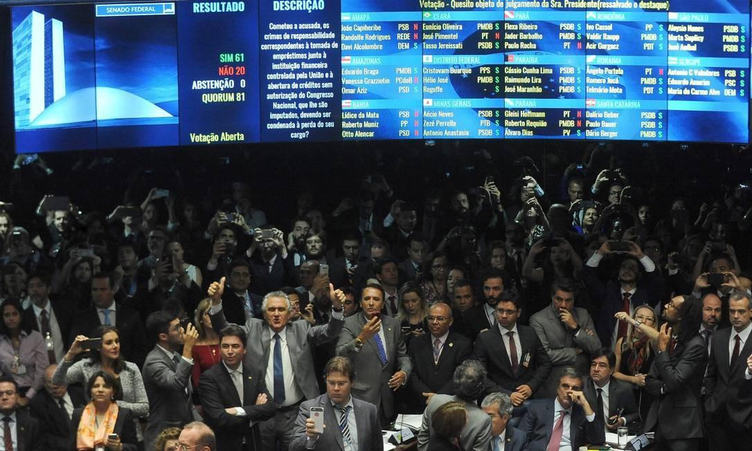 Dilma é afastada definitivamente da presidência, por 61 votos a 20, e senadores se manifestam no plenário ANDRESSA ANHOLETE / AFP
