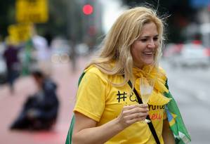 Na Avenida Paulista, manifestantes favoráveis ao impeachment comemoram resultado da votação no Senado Foto: Pedro Kirilos / Agencia O Globo