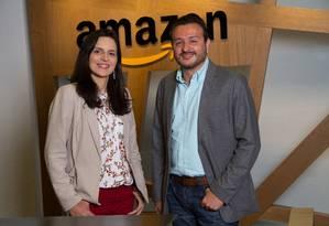 Daniele Cajueiro, diretora editorial da Nova Fronteira, e Ricardo Garrido, gerente geral de aquisição de conteúdo para Kindle da Amazon.com.br Foto: Julio Vilela