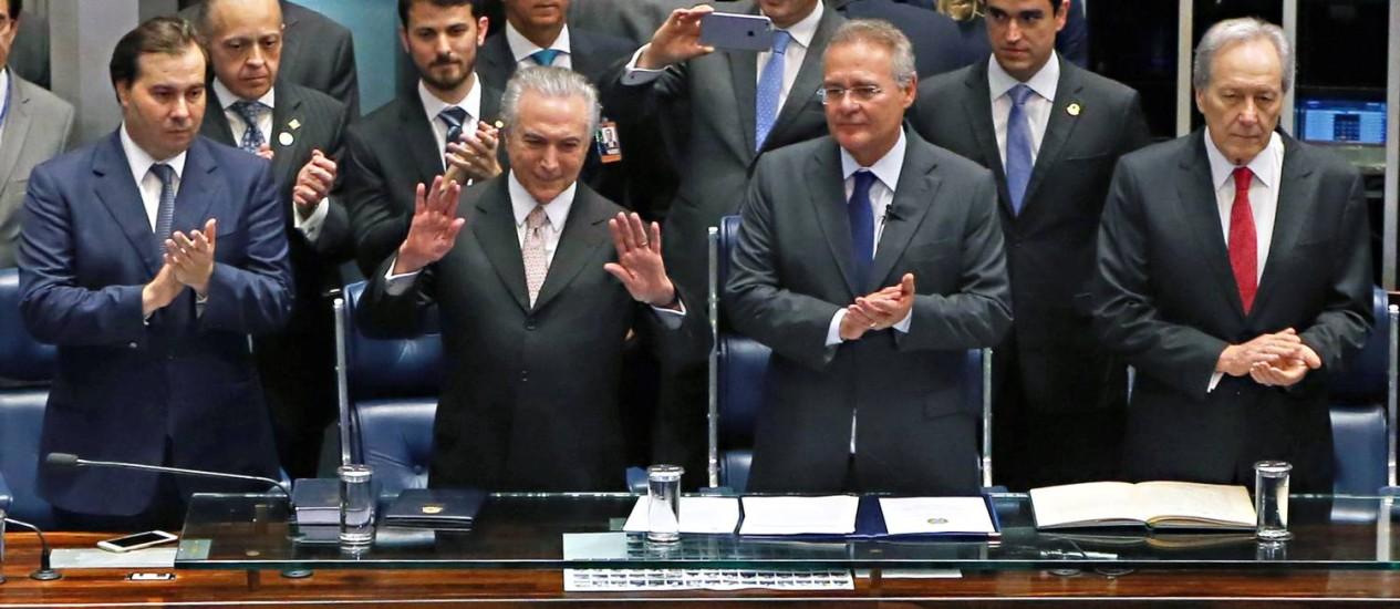 Posse do novo Presidente do Brasil , Michel Temer ao lado dos Presidentes da Câmara Rodrigo Maia, e do Senado Renan Calheiros, e do Presidente do Supremo Tribunal Federal Ricardo Lewandowski no Plenário do Senado Foto: Ailton de Freitas / Agência O Globo