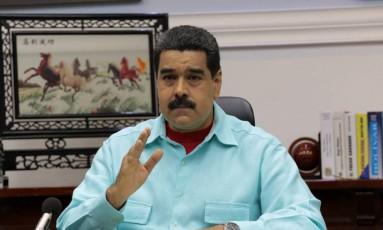 Nicolás Maduro fala durante reunião com ministro no Palácio de Miraflores em Caracas Foto: HANDOUT / REUTERS