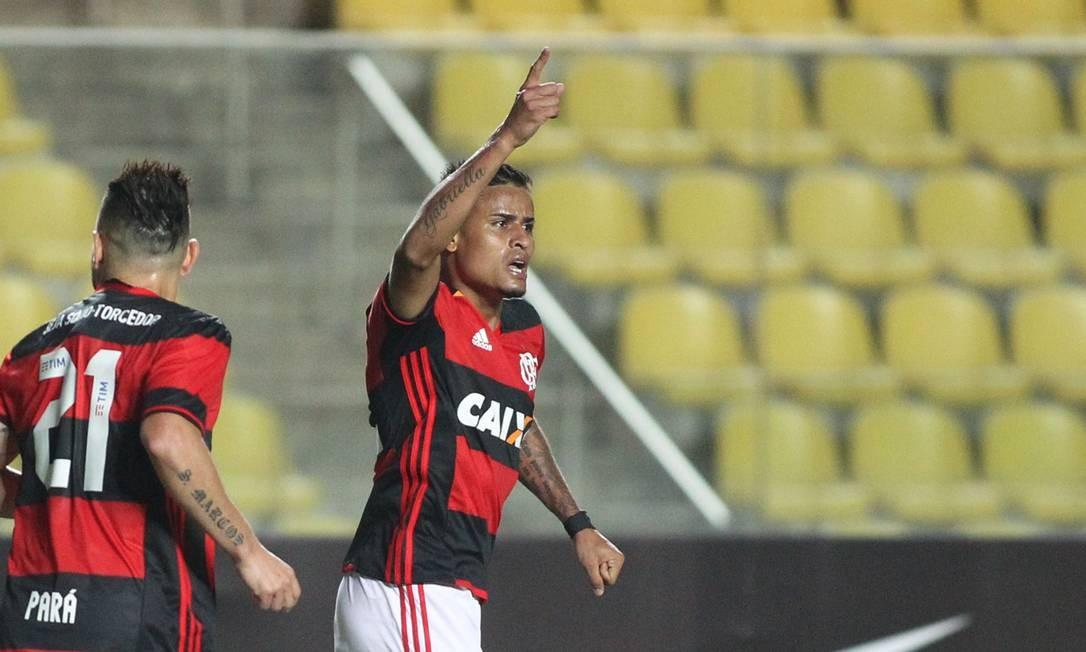 Everton comemora o gol de empate do Flamengo, em Cariacica Gilvan de Souza