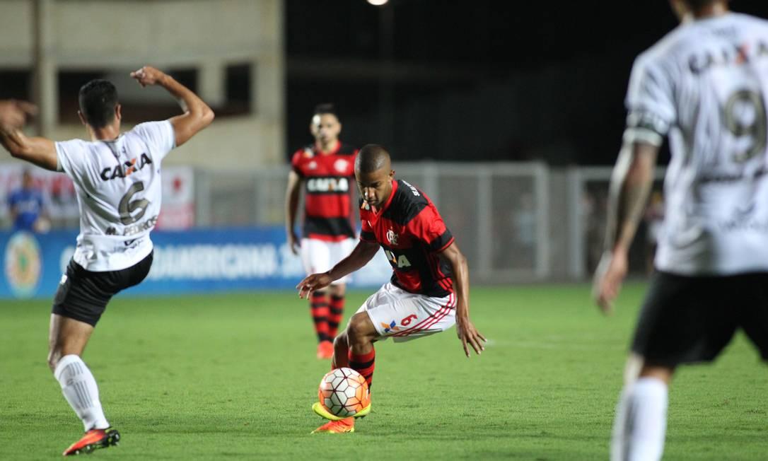 Jorge driblou dois adversários antes de marcar o belo gol Gilvan de Souza