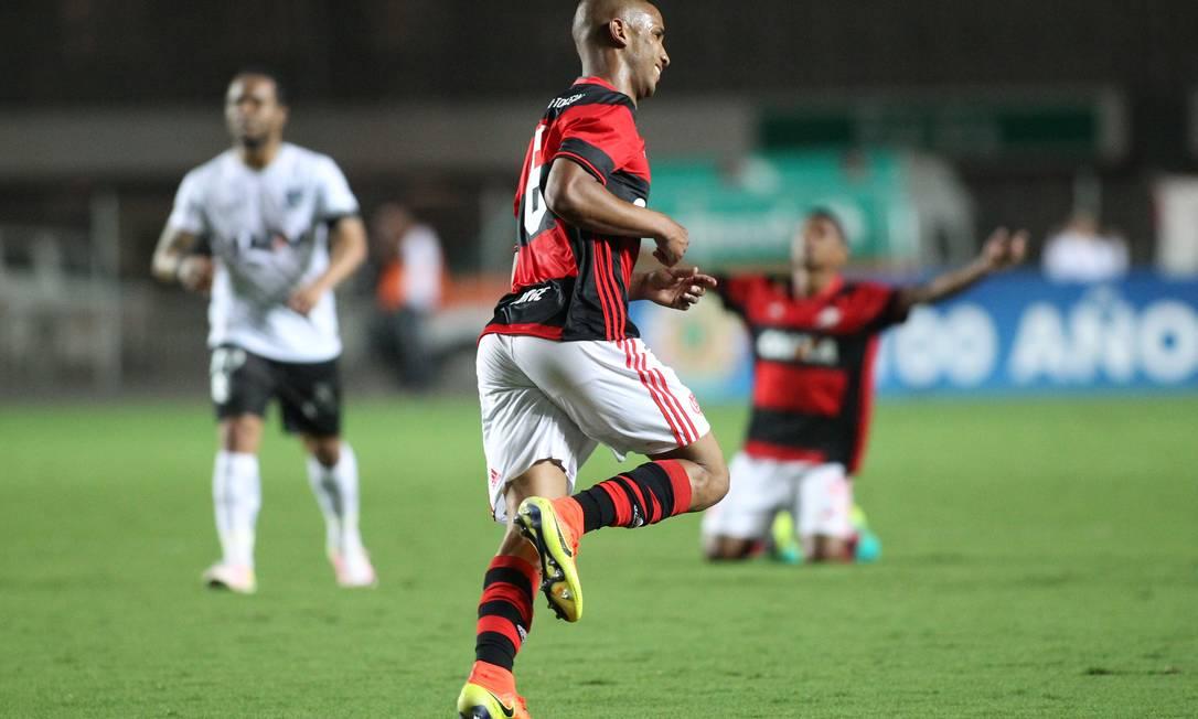 Jorge corre para comemorar o belo gol no Espírito Santo Gilvan de Souza