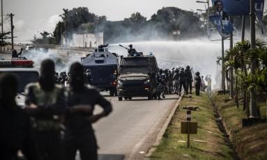 Um porta-voz do governo disse que o ataque teve como objetivo 'os criminosos' que incendiaram a Assembleia Foto: MARCO LONGARI / AFP