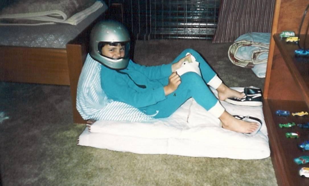Felipe Massa brincando de pilotar, quando criança Arquivo pessoal