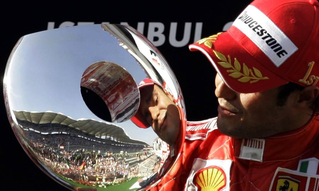Felipe Massa vence o Grande Prêmio da Turquia, em 2007 Murad Sezer / AP