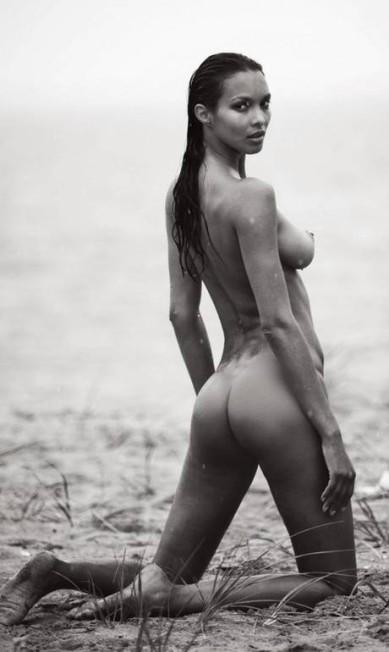 """Mais famosa da nova safra de angels da Victoria's Secret, Laís Ribeiro tirou toda a roupa para a edição de setembro da revista francesa """"Lui"""". Os cliques são assinados por David Bellemere Reprodução/ Lui Magazine"""