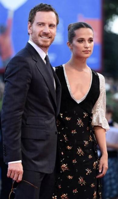 """Os astros do filme, Michael Fassbender e Alicia Vikander, tiveram que dividir as atenções com o """"acidente"""" Ettore Ferrari / AP"""