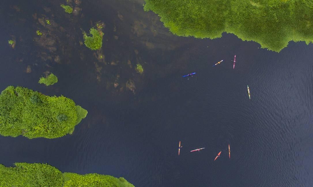 Mapa múndi: o colorido das algas e das canoas no Rio de Contas Daniel Marenco / Agência O Globo