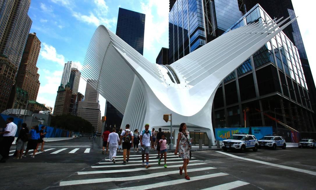 Outro marco da nova Lower Manhattan é o Oculus, o arrojado e polêmico prédio projetado por Santiago Calatrava para servir de terminal de transportes da região do World Trade Center, inaugurado em março Foto: Kena Betancur / AFP