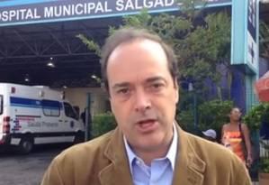 Carlos Osório fez corpo a corpo com eleitores no Méier Foto: Reprodução