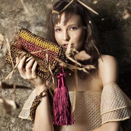 Feito à mão. Bolsa de crochê da Catarina Mina Foto: Divulgação