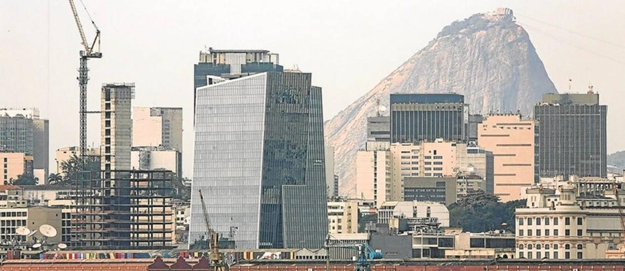 Vista da Zona Portuária: região ainda tem 3 milhões de metros quadrados para serem ocupados por construções Foto: Leo Martins