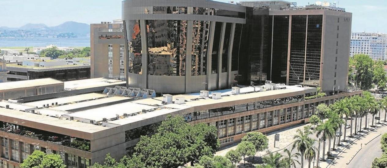 A sede do Tribunal de Justiça, no Centro do Rio: cerca de 20 mil servidores poderão ter os salários reduzidos com a decisão do STF, que julga reajuste concedido em 2011 Foto: Halley Pacheco de Oliveira
