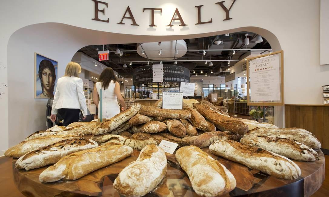 Pães na loja Eataly NYC Downtow, nova unidade da rede de gastronomia italiana, um dos destaques do Westfield World Trade Center Foto: Mark Lennihan / AP