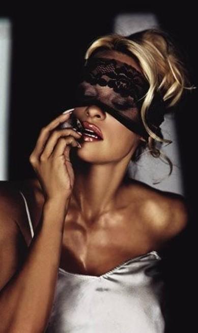 """Pamela Anderson para """"GQ"""" alemã, em 2002 Divulgação"""