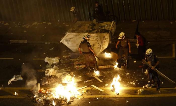 Resultado de imagem para vandalismo na av. paulista contra temer