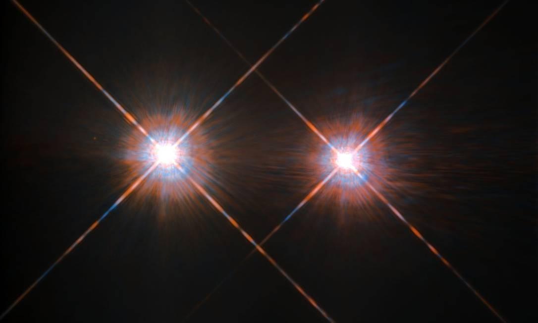 As duas estrelas no centro do sistema Alfa Centauri estão separadas por uma distância mínima de cerca de 1,65 bilhão de quilômetros Foto: Nasa/ESA/Hubble