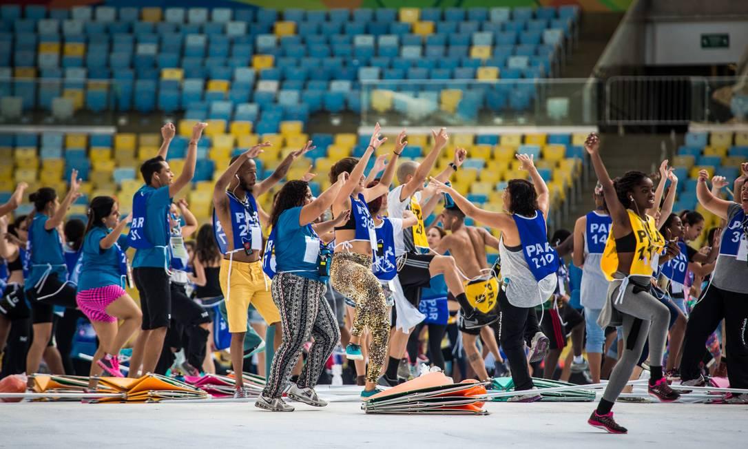 Dançarinos esbanjam disposição no ensaio Filipe Costa