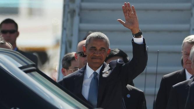 Barack Obama acena ao chegar à cidade chinesa de Hangzhou para participar de sua última reuinão com G-20 como presidente dos EUA Foto: Mark Shiefelbein / AP