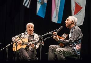 Caetano Veloso e Gilberto Gil, em show da turnê