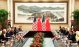 O presidente chinês, Xi Jinping, fala durante sua reunião com o presidente dos EUA, Barack Obama, à frente do G20