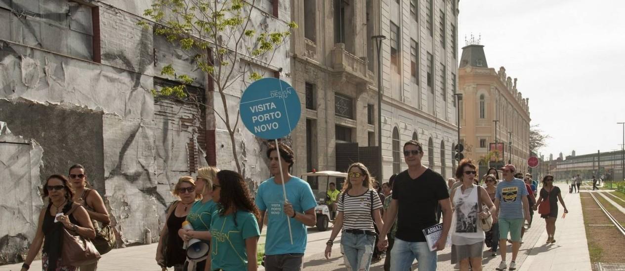 Visita ao passado. Público participa de um passeio guiado pela revitalizada Região Portuária Foto: Divulgação