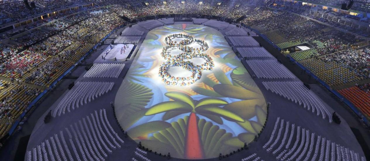 Projeção da festa de encerramentos dos Jogos Olímpicos no Maracanã Foto: Fabrizo Bensch / Reuters