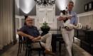 Ronald Goulart (de óculos) e Júnior Grego aproveitaram os descontos para trocar de carro Foto: Daniel Marenco / Agencia O Globo