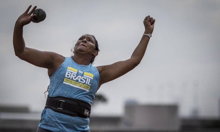 Shirlene Coelho, porta-bandeira do Brasil nos Jogos Paralímpicos Foto: Daniel Zappe/MPIX/CPB