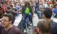 Durante a confusão, manifestantes pularam a catraca da estação Faria Lima o metrô de São Paulo