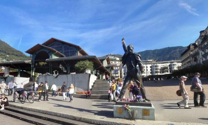 Estátua de Freddie Mercury em Montreux, na Suíça Foto: Google Street View
