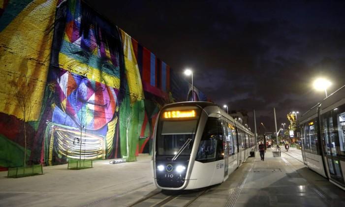 VLT na Praça Mauá Foto: Fábio Rossi / Agência O Globo