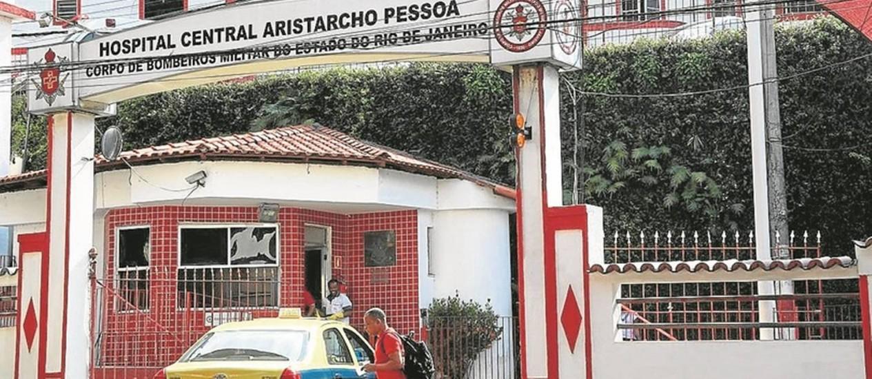 A entrada do Hospital Central do Corpo de Bombeiros, no Rio Comprido: relatos de problema no atendimento Foto: Custódio Coimbra