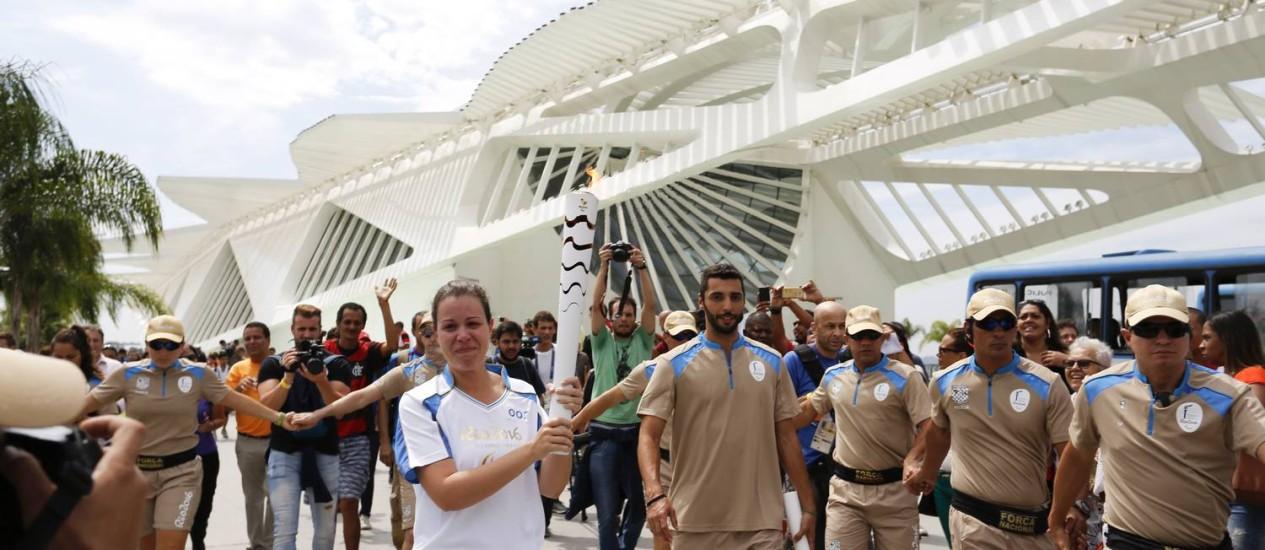 Percurso da tocha paralímpica começou no Museu do Amanhã Foto: Márcia Foletto / Agência O Globo