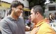 O candidato Pedro Paulo (PMDB) em visita ao Centro Educacional Nosso Mundo (Cenom)