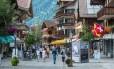 Nos Alpes. Gstaad e seu charmoso centrinho com lojas e restaurantes