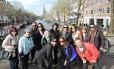 Grupo. Passeios promovido pela Single Trips em Amsterdã. Empresa promove a interação entre pessoas que viajam sozinhas