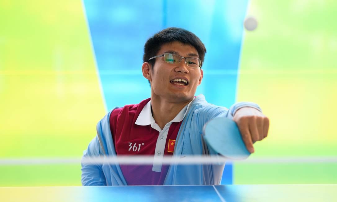 Feng Yanke, da China, capricha no tênis de mesa na Vila THOMAS LOVELOCK FOR OIS/IOC / AFP