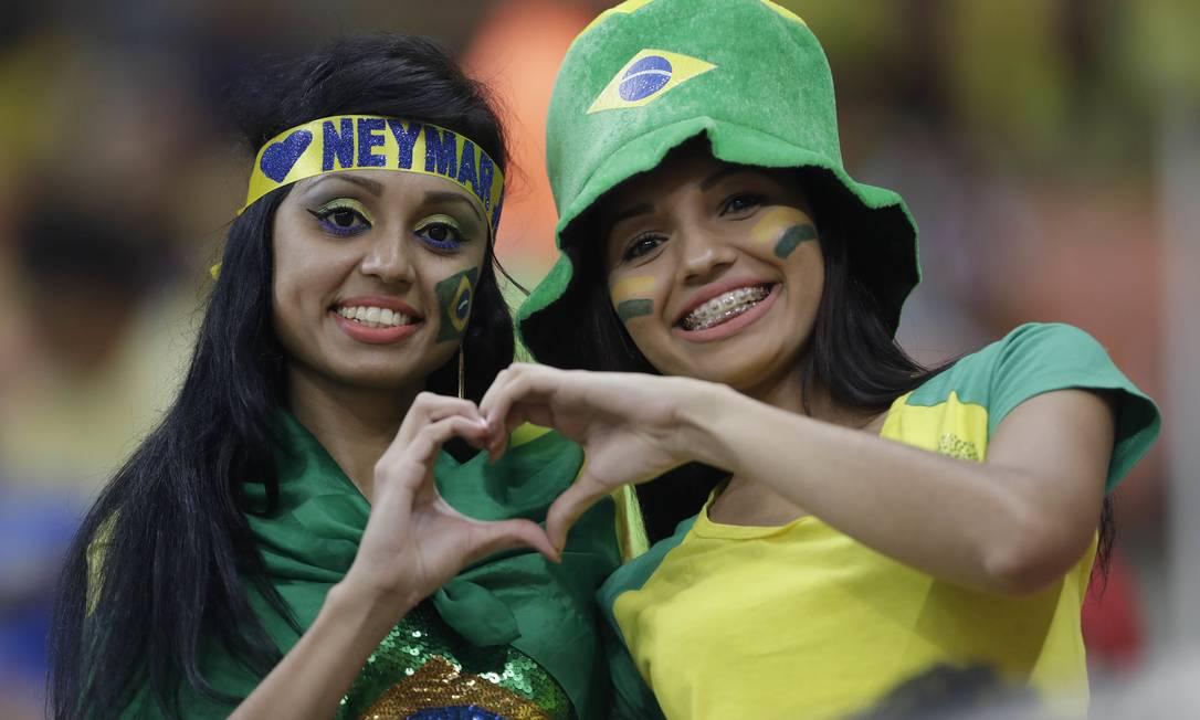 Torcida brasileira na Arena da Amazônia em Manaus para o jogo entre Brasil e Colômbia Andre Penner / AP