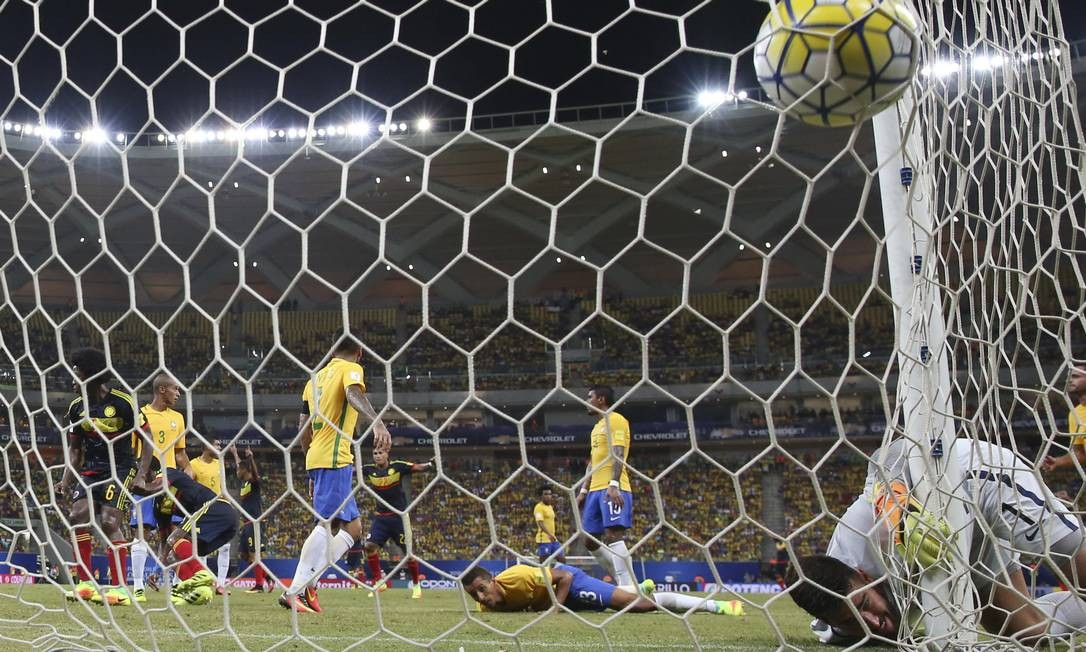 A Colômbia empatou em um gol contra de Marquinhos Foto: Andre Penner / AP